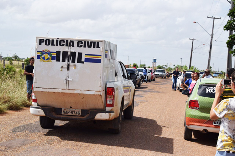 Movimentação nos arredores da Penitenciária Agrícola de Monte Cristo, em Boa Vista (RR), onde ao menos 33 presos foram mortos - 06/01/2017