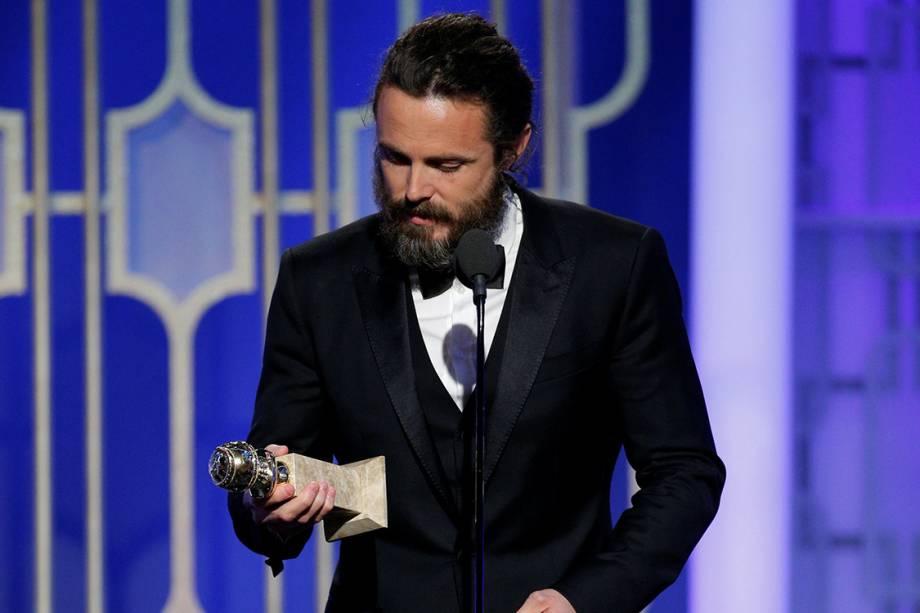 O ator Casey Affleck leva o Globo de Ouro de melhor ator em filme dramático por 'Manchester à Beira-Mar'