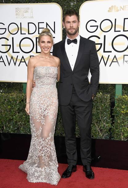 O ator Chris Hemsworth e a atriz Elsa Pataky chegam para o Globo de Ouro 2017, em Los Angeles