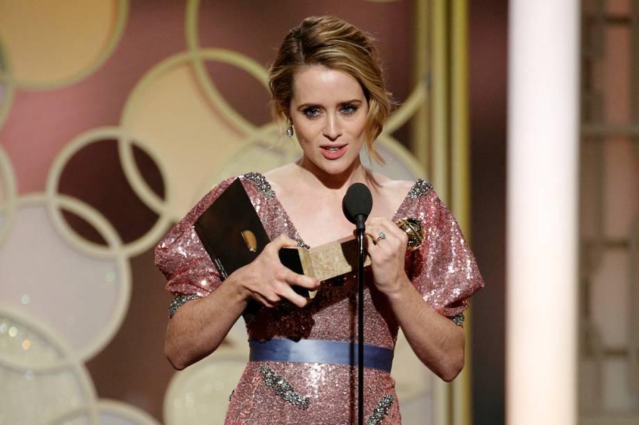 Claire Foy recebe o Globo de Ouro de melhor atriz em série dramática por 'The Crown'