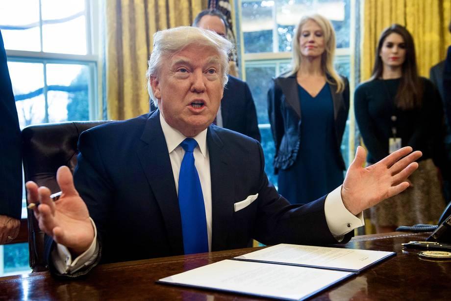 O presidente Donald Trump em reunião na Casa Branca, em Washington - 24/01/2017