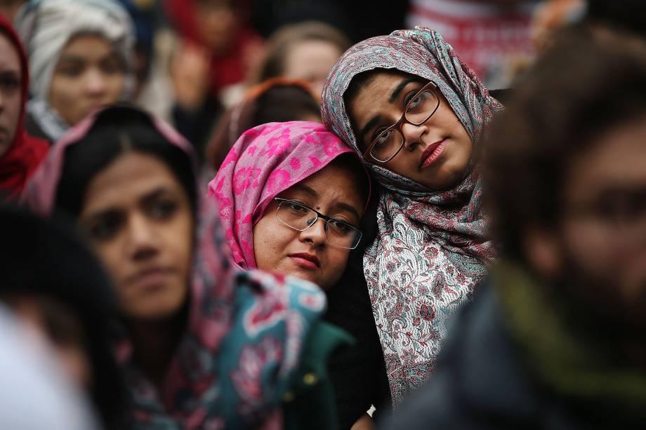 Imigrantes muçulmanos participam de protesto contra o presidente dos EUA, Donald Trump, em NY - 28/01/2017