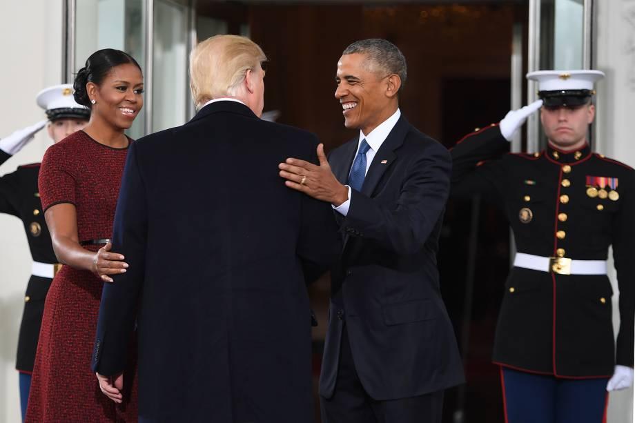 Donald Trump, Barack Obama e Michelle Obama posam em encontro na Casa Branca antes da cerimônia de posse de Trump - 20/01/2017
