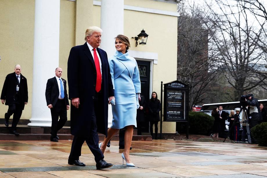 O presidente eleito, Donald Trump, chega acompanhado de sua mulher, Melania, à cerimônia de posse no Capitólio, em Washington - 201/01/2017