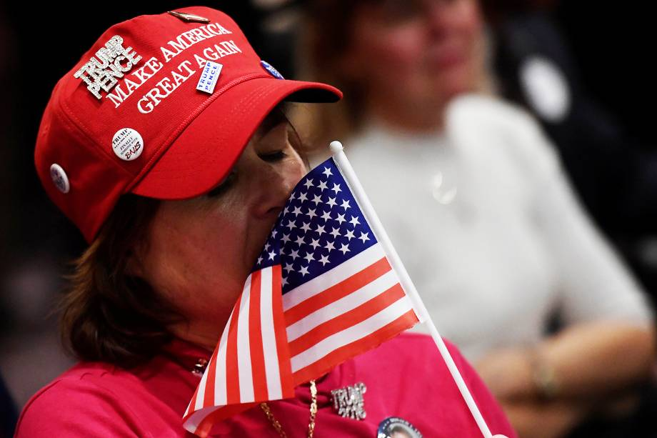 Público durante a cerimônia de posse de Donald Trump no Capitólio, em Washington - 201/01/2017