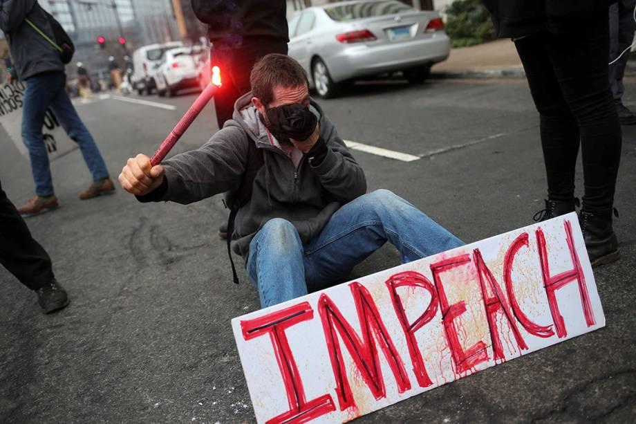 Manifestantes protestam contra o presidente eleito dos Estados Unidos, Donald Trump, em Washington