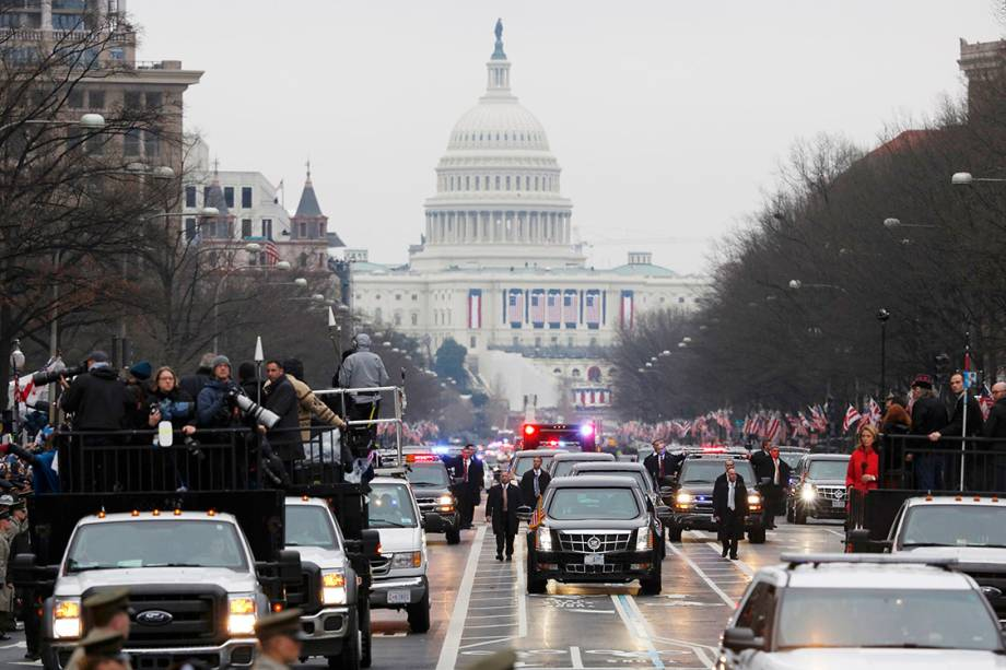 Members of the media riding in trucks (L) cover U.S. President  Donald Trump's motorcade as he participates in the inaugural parade after his swearing in at the Capitol in Washington, U.S., January 20, 2017.      REUTERS/Joshua Roberts