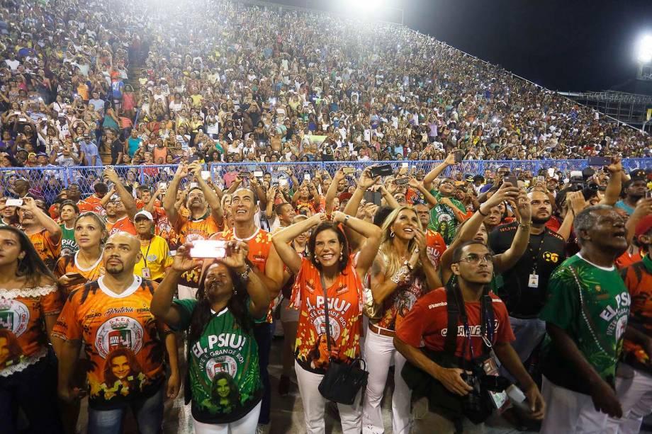 Público durante ensaio técnico com a cantora Ivete Sangalo na Marquês de Sapucaí homenageada da Grande Rio