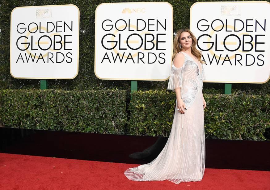 A atriz Drew Barrymore chega para o Globo de Ouro 2017, em Los Angeles
