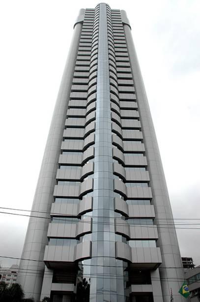 Edifício Plaza Centenário, conhecido como Robocop, na avenida das Nações Unidas, em São Paulo