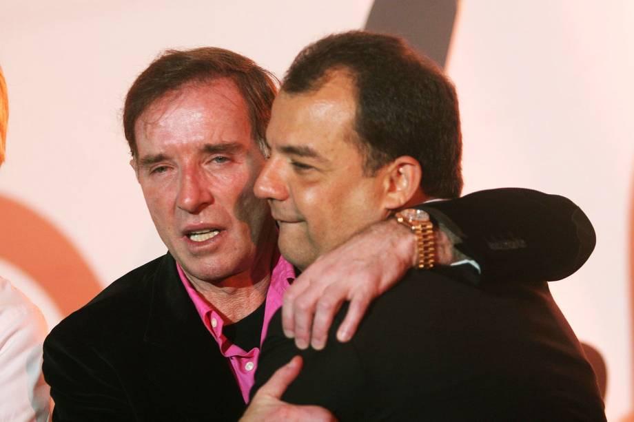 O empresário Eike Batista recebe cumprimentos do governador Sérgio Cabral Filho