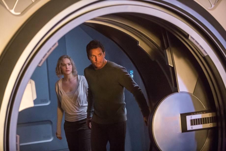Jim Preston (Chris Pratt) e Aurora (Jennifer Lawrence)encaram a solidão de uma nave espacial em 'Passageiros'