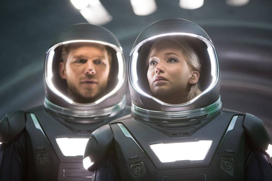 Jim Preston (Chris Pratt) e Aurora (Jennifer Lawrence) no filme 'Passageiros': viajantes despertados antes da hora