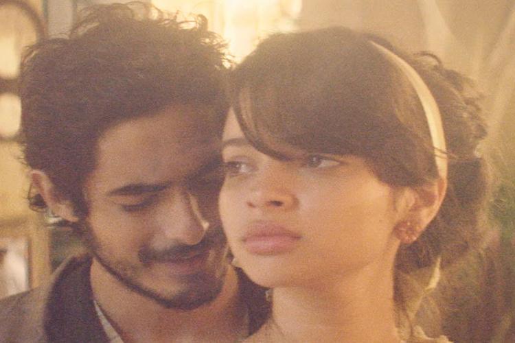 Halim (Bruno Anacleto) e Zana (Gabriella Mustafá), em cena da minissérie 'Dois Irmãos', da TV Globo