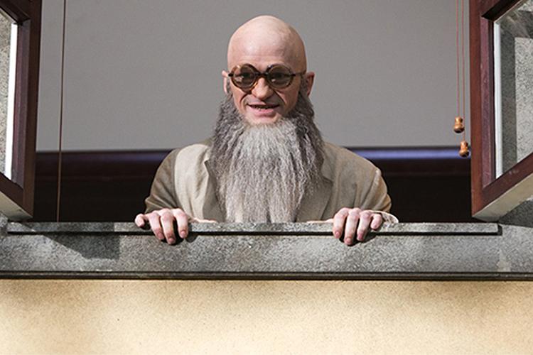 Conde Olaf (Neil Patrick Harris), em cena de 'Desventuras em Série' na Netflix