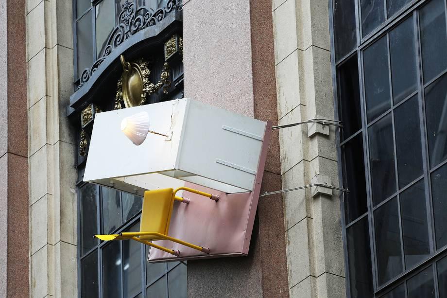 """Exposição """"O corpo é a casa"""" do artista austríaco Erwin Wurm, na fachada do CCBB, no Centro de São Paulo (SP)"""