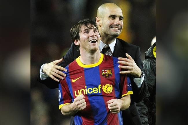 O então técnico do Barcelona, Pep Guardiola, comemora com Lionel Messi após o time catalão se classificar para a final da Liga dos Campeões da Europa - 03/05/2011