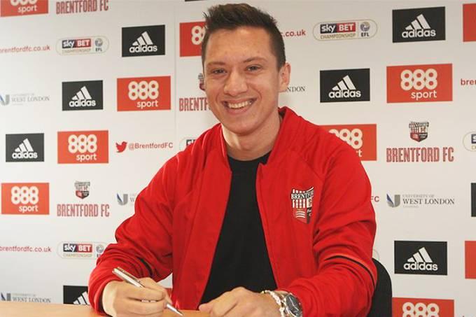 Neto sueco de Garrincha assina com o Brentford FC, clube inglês