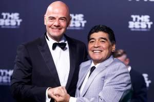 O presidente da FIFA, Gianni Infantino, e o ex-jogador Diego Armando Maradona chegam para a cerimônia de premiação da Bola de Ouro, que elege os melhores jogadores e técnicos do mundo, em Zurique, na Suíça - 09/01/2017