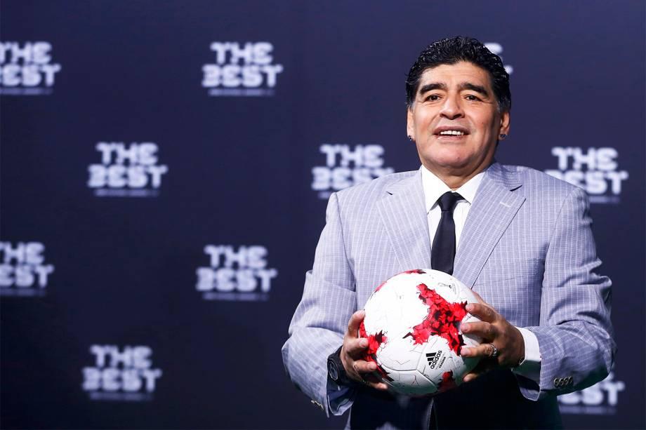 O ex-jogador Diego Armando Maradona chega para a cerimônia de premiação da Bola de Ouro da FIFA, que elege os melhores jogadores e técnicos do mundo, em Zurique, na Suíça - 09/01/2017