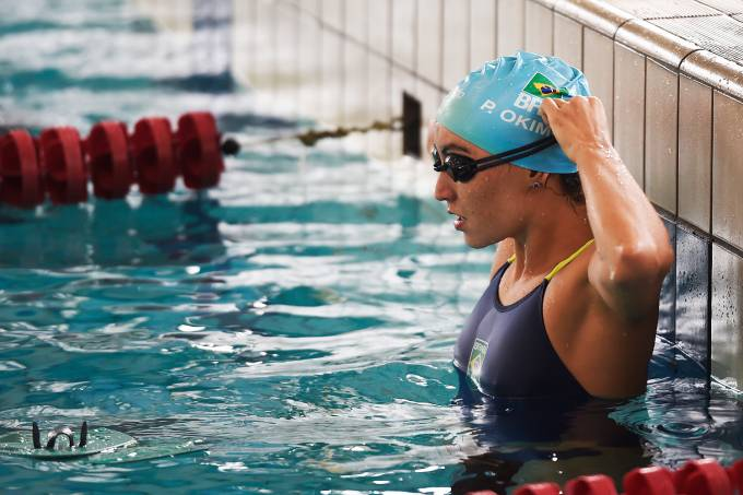 A nadadora Poliana Okimoto