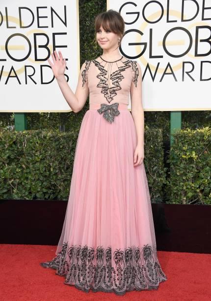 A atriz Felicity Jones chega para o Globo de Ouro 2017, em Los Angeles