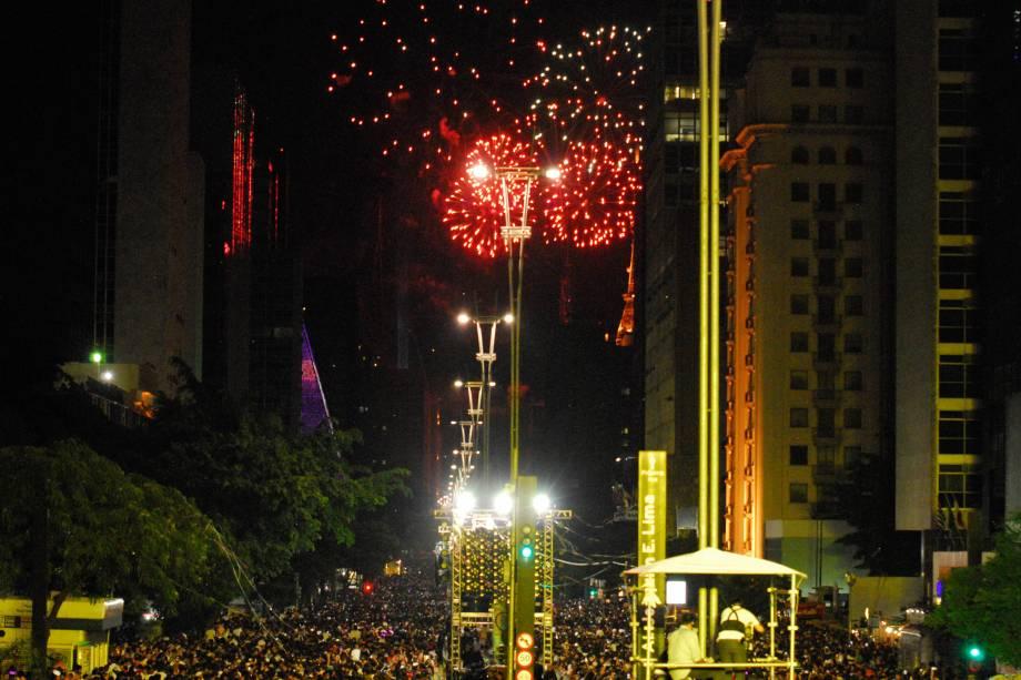 Queima de fotos na Avenida Paulista, durante evento organizado pela Prefeitura para comemorar a chegada do Ano Novo em São Paulo