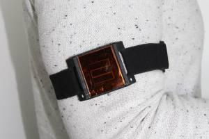 Dispositivo de medição solar fixo no braço