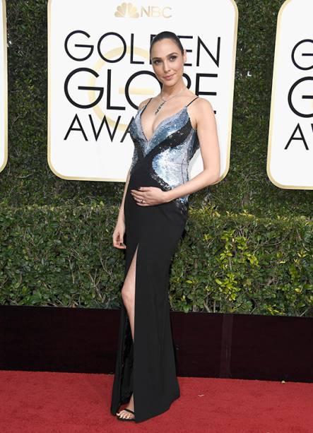 A atriz Gal Gadot chega para o Globo de Ouro 2017, em Los Angeles