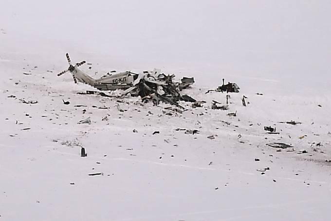 Helicóptero aparece destruido após acidente nas montanhas, na Itália