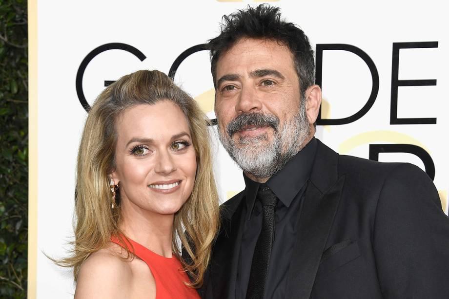 O ator Jeffrey Dean Morgan e a atriz Hilarie Burton chegam para o Globo de Ouro 2017, em Los Angeles