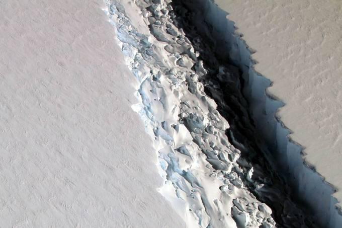 Nasa registra plataforma de gelo Larsen C Ice Shelf, na Antártica