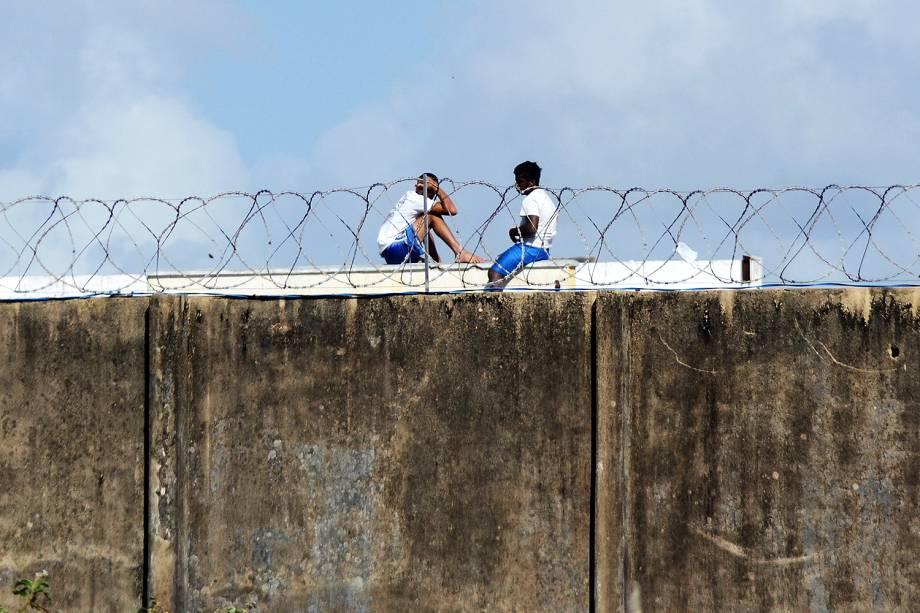 Os detentos da Penitenciária Estadual de Alcaçuz, em Nísia Floresta (RN) continuam soltos dentro da penitenciária onde uma rebelião deixou pelo menos 26 mortos - 24/01/2017