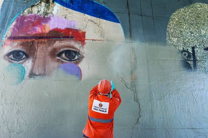 Grafites na avenida 23 de Maio