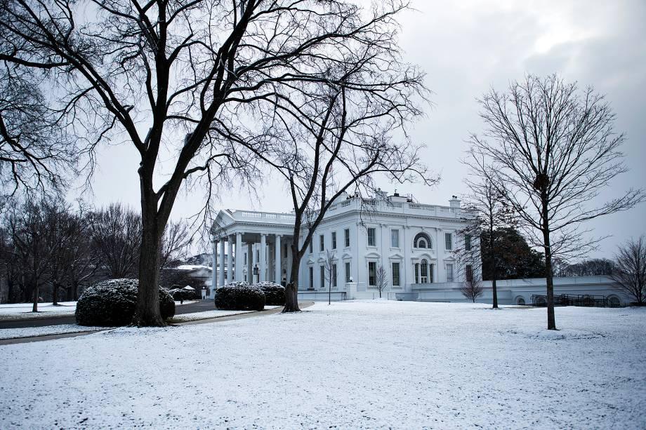 A Casa Branca é fotografada com o jardim coberto de neve em Washington - 30/01/2017