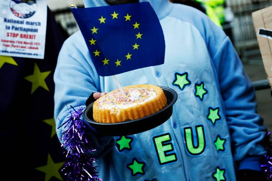 """Movimentação em frente à Suprema Corte do Reino Unido que decidiu nesta terça-feira (24) que o """"brexit"""", processo de saída britânica da União Europeia (UE), precisa ser aprovado pelo Parlamento"""