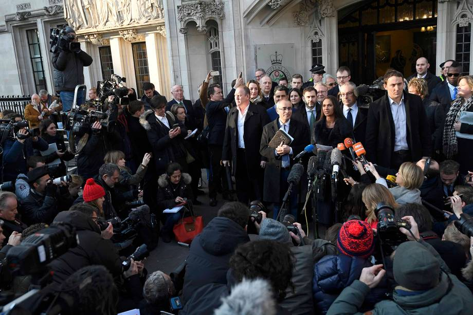 """Gina Miller durante coletiva em frente à Suprema Corte do Reino Unido que decidiu nesta terça-feira (24) que o """"brexit"""", processo de saída britânica da União Europeia (UE), precisa ser aprovado pelo Parlamento"""