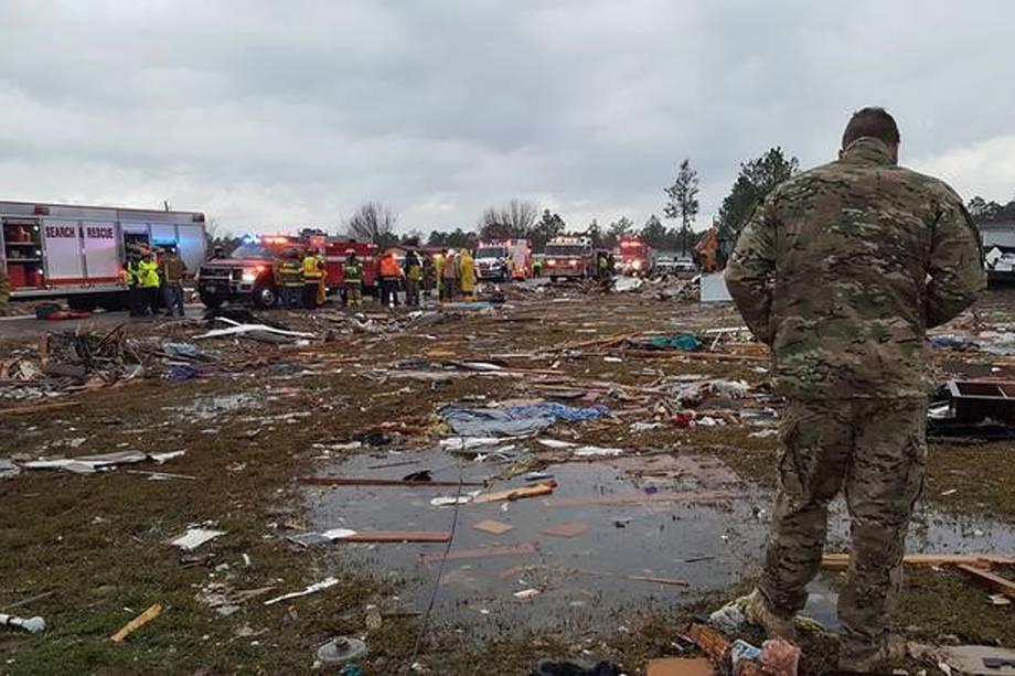 Tempestades e tornados deixaram ao menos 18 pessoas mortas no sul dos Estados Unidos no fim de semana, sendo 14 no Estado da Geórgia, depois que temporais com raios e tornados intensos assolaram vários Estados - 23/01/2017