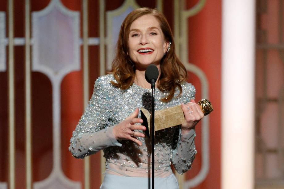 Isabelle Huppert recebe seu primeiro Globo de Ouro de melhor atriz dramática por 'Elle'