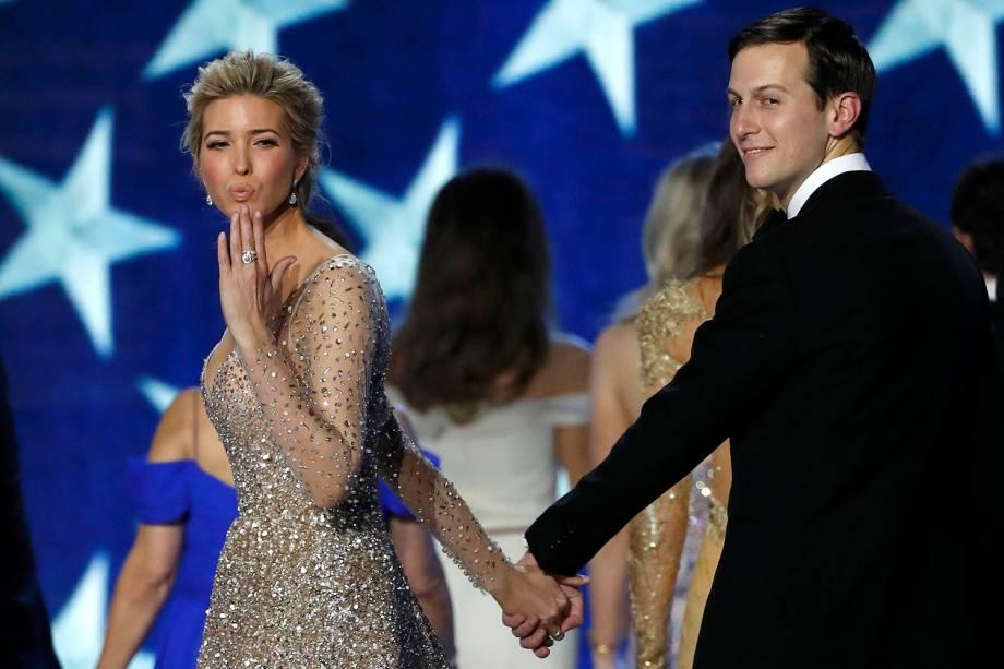 Jared Kushner e sua esposa Ivanka Trump durante  Baile da Liberdade, em Washington