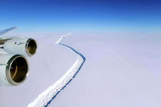 Iceberg gigante se desprenderá da plataforma de gelo Larsen C Ice Shelf, na Antártica