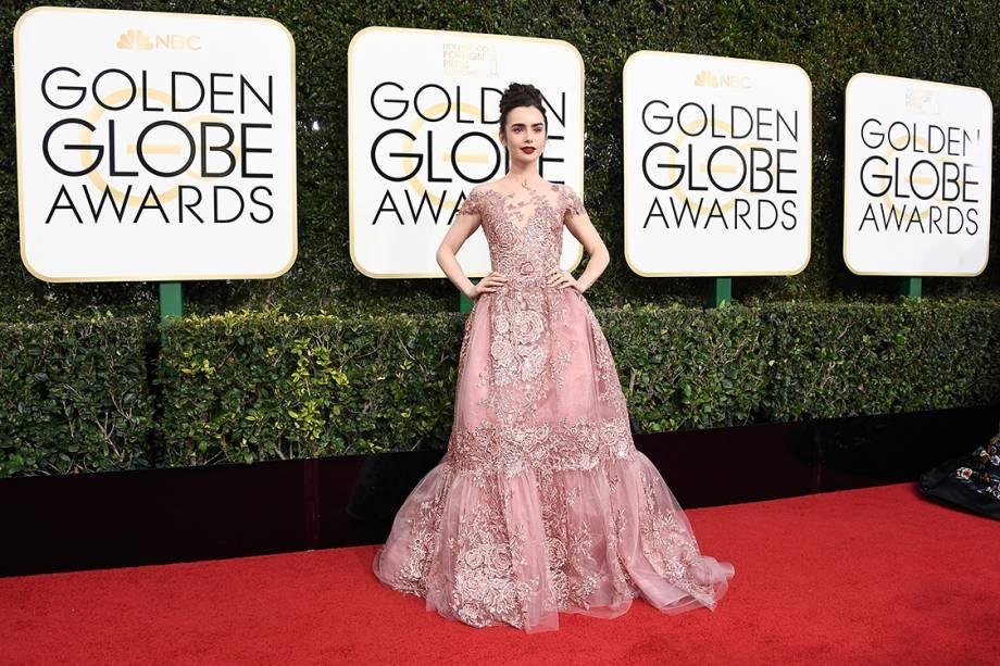 A atriz Lily Collins chega para o Globo de Ouro, em Los Angeles