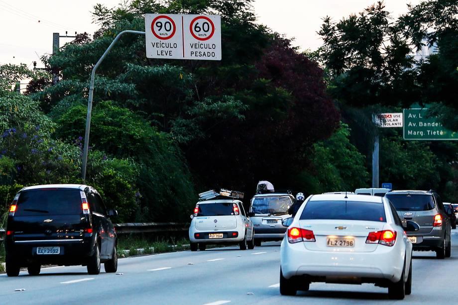 Placas já alteradas informam novos limites de velocidade na Marginal Pinheiros, na zona leste de São Paulo - 25/01/2017