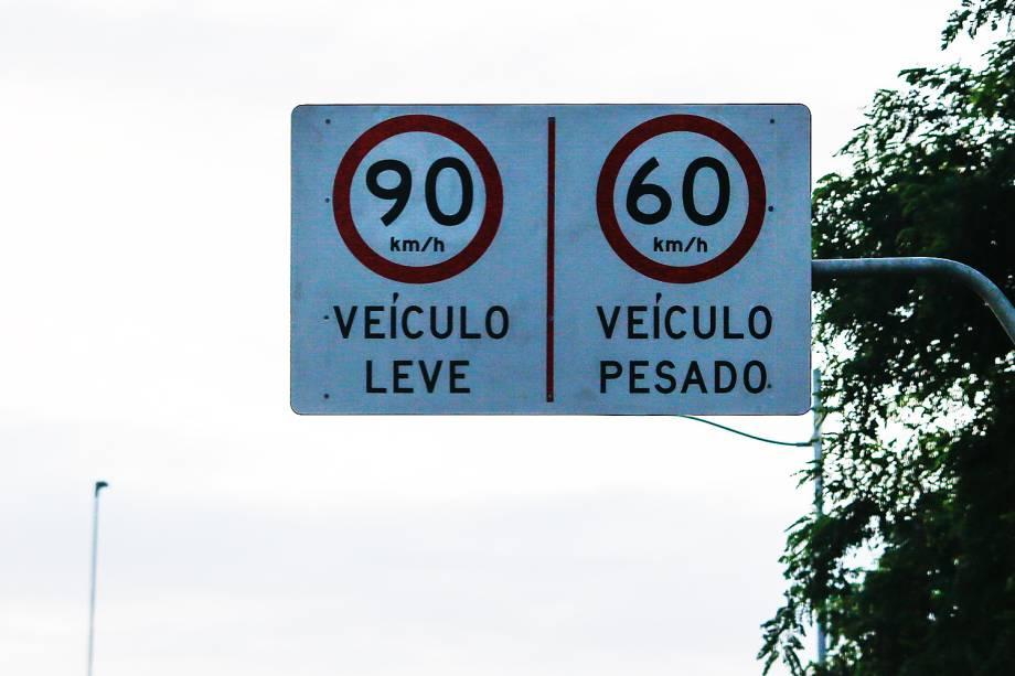 Aumento da velocidade nas Marginais em São Paulo. Placa indica nova velocidade na Marginal Pinheiros, zona sul da capital nesta quarta, 25, aniversário da cidade.