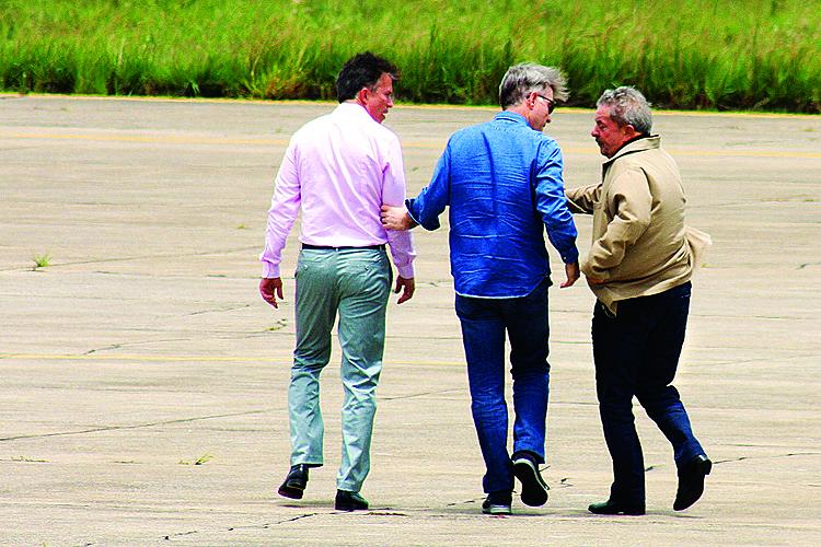 O ex-presidente Luiz Inácio Lula da Silva visitou as obras do Porto do Açu em companhia do empresário Eike Batista - 21/03/2013