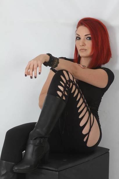 A dançarina e massagista que morreu no voo que caiu em Paraty, Maíra Panas