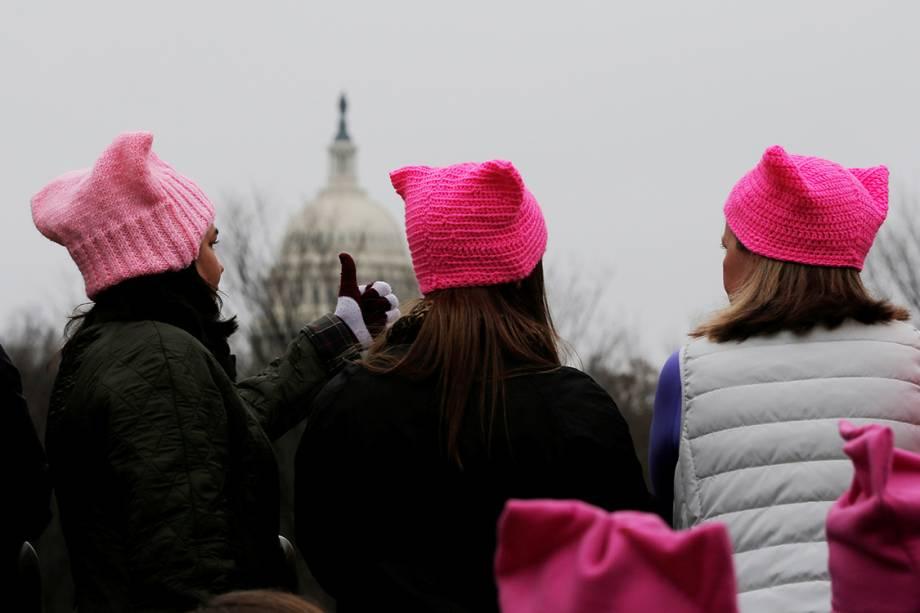 Milhares de pessoas participam da Marcha das Mulheres em protesto por direitos civis, em Washington