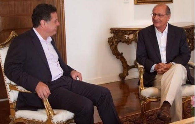 marconi-perillo-e-geraldo-alckmin-almocam-juntos-em-sao-paulo