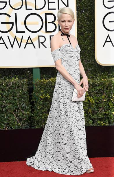 A atriz Michelle Williams chega para o Globo de Ouro 2017, em Los Angeles