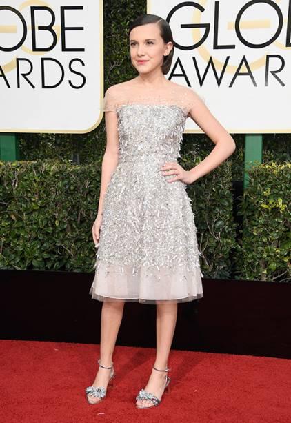 A atriz Millie Bobby Brown chega para o Globo de Ouro 2017, em Los Angeles